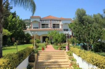 This stunning villa is the perfect family home in a most desirable location. The garden and pool area are of particular note.