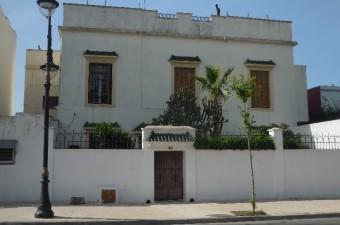 Belle villa possédant de nombreuses caractéristiques d'époque, idéalement située dans le prestigieux quartier California et proche de toutes les commodités du centre-ville.
