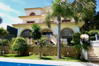 If you are looking for a home of exceptional quality this is one of the very best Tanger has to offer. It is a showcase for traditional artisanal skills.
