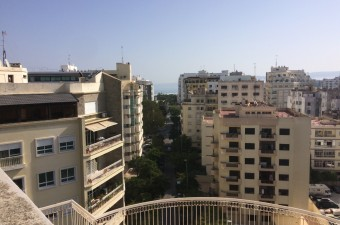 A great apartment on the 7th floor of this well managed block in the heart of Iberia.  The apartment offers spacious accommodation including two reception rooms et 3 bedrooms.