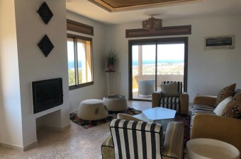 This is a beautiful villa in an exceptional location, with spectacular views of the Atlantic coast from the principle rooms and the magnificent terraces.