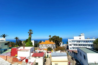 Historic house located in the heart of Marshan. Built on a plot of 400m ², the house has a strategic location and breathtaking views of the Strait of Gibraltar.
