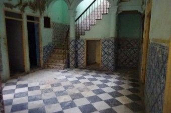 This house is located in the heart of the medina in a quiet and secure residential area 5 minutes from the kasbah and the port.