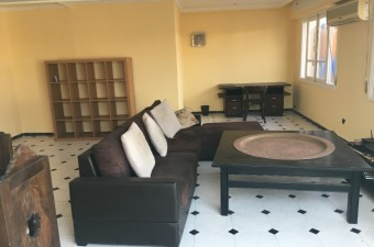 Attractive 180m² apartment in the city center, close to all amenities, in a very quiet and secure area.